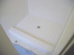Comment faire pour installer les carreaux de douche Pan