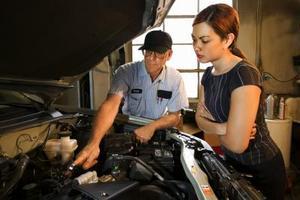 Comment faire pour remplacer les courroies moteur sur une Honda Odyssey