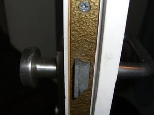 comment remplacer une serrure de porte int rieure. Black Bedroom Furniture Sets. Home Design Ideas