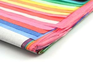 Comment plier le papier de soie pour rehausser un sac-cadeau