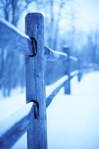 Comment garder une clôture droite