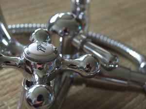 comment installer une valve de douche delta. Black Bedroom Furniture Sets. Home Design Ideas