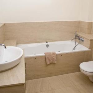 Comment installer une hotte aspirante dans une salle de bain