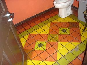 Comment peindre un plancher de salle de bain