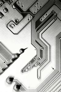 Différence entre un oscillateur et un multivibrateur