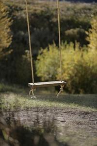 comment accrocher une balan oire corde dans un arbre. Black Bedroom Furniture Sets. Home Design Ideas