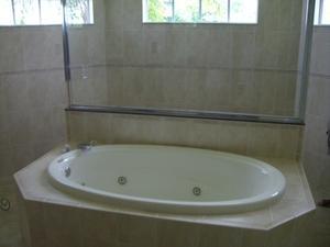 Comment faire pour enlever les poils d'un drain de la baignoire