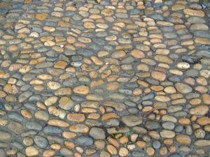 Comment une cour avant avec les roches du paysage