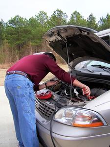 Comment faire pour sauter le début une batterie de voiture morts sur une BMW