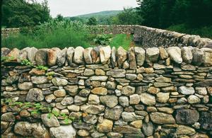 Comment construire un mur en pierre sèche