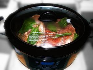 Comment faire cuire les jarrets de porc fumé dans un Crock-Pot