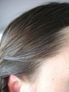 Remèdes maison pour les cheveux gris