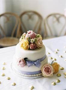 Comment décorer des gâteaux avec des fleurs fraîches