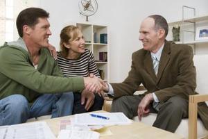 Comment écrire des lettres d'affaires qui sollicitent une assistance financière