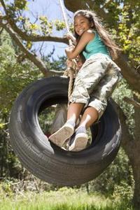 balancoire pneu comment accrocher arbre. Black Bedroom Furniture Sets. Home Design Ideas