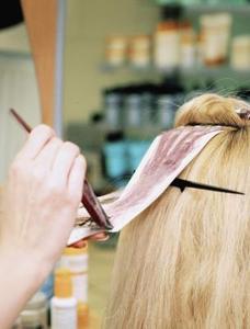 Conseils sur les cheveux de Lowlighting à la maison
