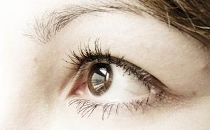 Quelles sont les causes lumière clignote dans l'oeil ?