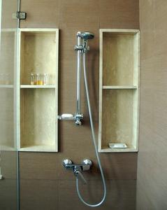 comment faire pour encastrer une niche de douche. Black Bedroom Furniture Sets. Home Design Ideas