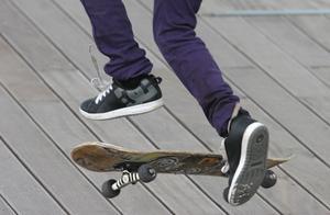 Comment les lignes droites de lacet pour les chaussures de Skate-Board