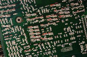 Comment nettoyer les cartes de circuits ayant de fuite des condensateurs