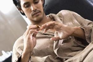 Quels sont les traitements pour les ongles qui sont gonflées et infectées ?