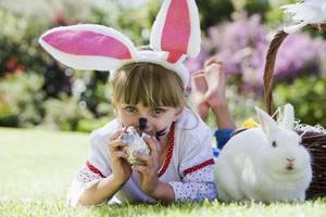 Artisanat de lapin pour les enfants à l'aide de papier de bricolage