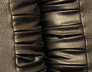 Comment nettoyer le cuir noir - Comment nettoyer un divan en cuir ...