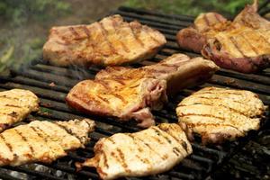 L'utilisation de fumée liquide sur les Steaks