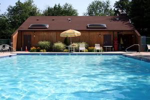 Comment faire pour siphonner l'eau dans une piscine