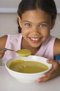 Comment faire pour ralentir la soupe aux pois cassés de Cook & porc cru