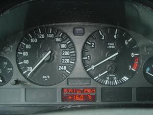 Comment faire pour supprimer le tableau de bord dans une Hyundai Sonata