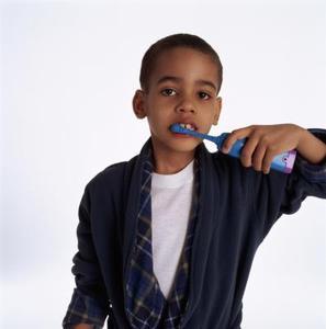 la meilleure brosse dents lectrique pour les tout petits. Black Bedroom Furniture Sets. Home Design Ideas
