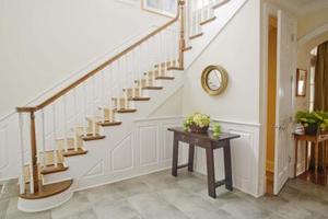Comment installe-t-on un nez d'escalier bois sur le tapis ?