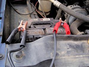 Comment recharger une batterie de voiture gelée