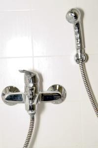 Comment réparer un robinet de douche prix Pfister simple poignée