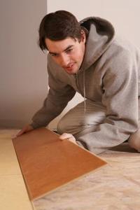 Instructions pour l'installation de revêtement de sol stratifié dans la cuisine
