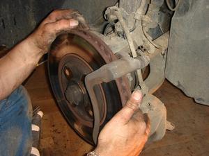 Comment puis-je savoir quand mes disques de frein sont usés ?