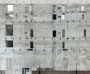 Bloc de béton contre les murs de Fondation coulé