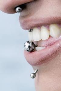 Conseils d'hygiène bouche après avoir obtenu votre langue percée