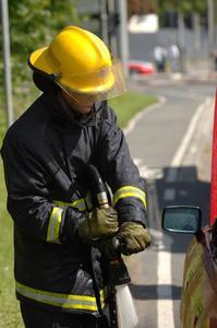 Comment fabriquer des chapeaux de pompiers pour les enfants d'âge préscolaire