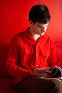 Comment peindre votre mur de salon rouge - Comment peindre un mur en rouge ...