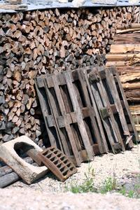 Utilisation de bois recyclé pour construire un hangar ?