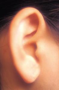 Remède à la maison pour un kyste lobe de l'oreille