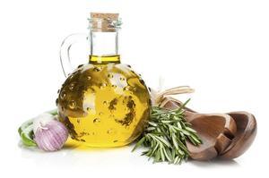 Comment insuffler de l'huile d'olive au romarin