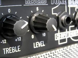Comment raccorder un ampli 4 canaux à 4 haut-parleurs & Sub