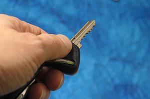 Comment faire pour supprimer l'interrupteur à clé dans une expédition de 1998 Ford