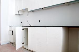 Comment faire pour enlever la rouille des charnières de la porte de l'armoire