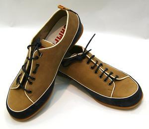 Comment nettoyer des chaussures en daim avec denim les taches