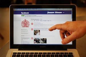 Quels sont les signes que quelqu'un essaie de pirater mon Facebook ?