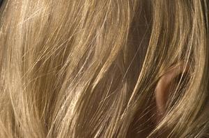 Comment faire pour supprimer l'eau de Javel de cheveux